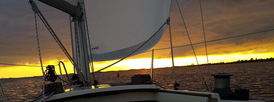 Fox 22 mieten in Sneek- segeln bis die sonne unter geht